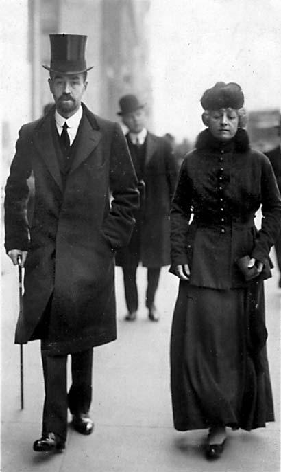 Cornelius Vanderbilt III and Wife   1915Cornelius Vanderbilt Wife